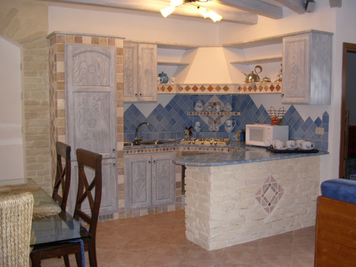 Cucine in muratura il mosaico s n c - Mosaico rivestimento cucina ...